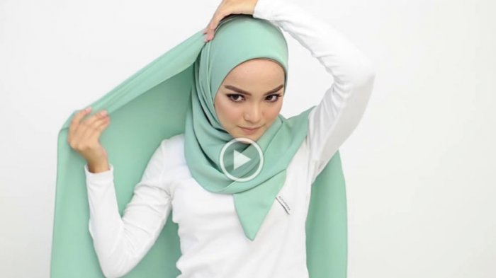 Mengubah Hijab Pashmina Jadi Layaknya Segitiga Yang Sangat Menawan Untuk Ke Pesta Tribunstyle Com