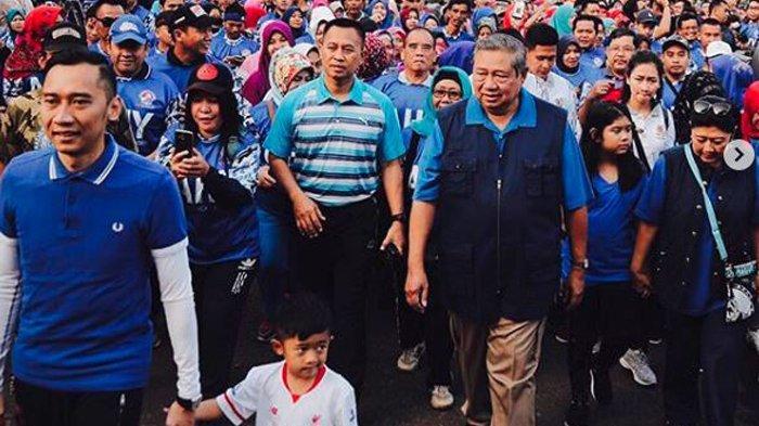 Ibas Yudhoyono Bikin Penasaran, Mengapa Tak Pernah Berbaju Lengan Pendek? Ini 7 Tampilan Beda Dia