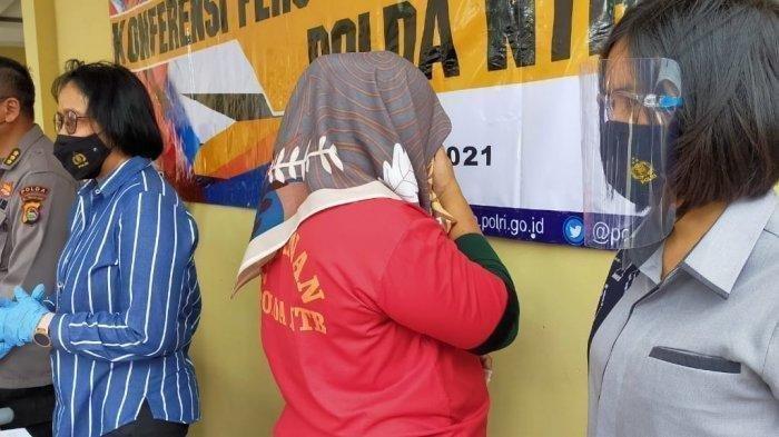 NHJ (43), seorang ibu rumah tangga di Kabupaten Bima, Nusa Tenggara Barat (NTB) tega melakukan perbuatan tak senonoh kepada anak kandungnya yang masih berusia 2 tahun.