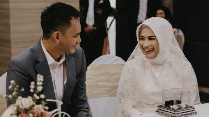 DIKIRA Brondong, Karlie Fu Suami Ikke Nurjanah Ternyata Duda Anak Satu, Profesinya Terungkap