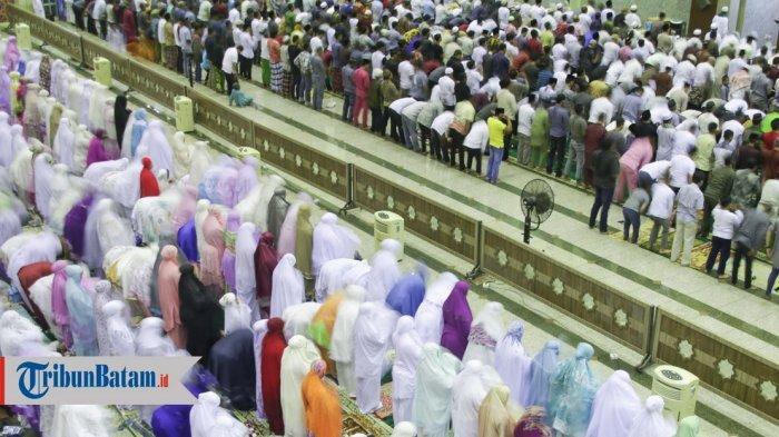 Iluastrasi Salat Tarawih Ramadhan 1440 H