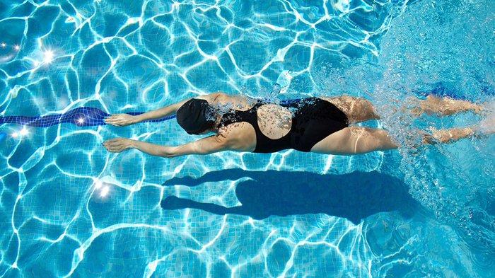 Bolehkah Berenang Saat Sedang Berpuasa Ramadhan? Ini Penjelasan Ustaz