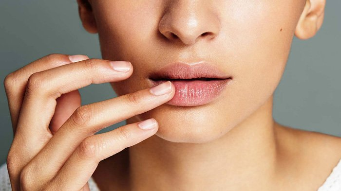 5 Bahan Alami yang Ampuh Mencerahkan Bibir Gelap, dari Jeruk Nipis hingga Madu Pengganti Lip Balm
