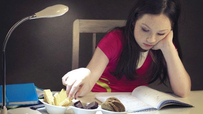 8 Cara Mencegah Keinginan Makan Larut Malam Sebelum Tidur, Nggak Baik untuk Kesehatan