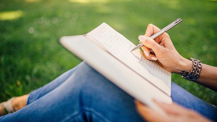 Ilustrasi menulis, mengetahui pengertian, ciri-ciri dan contoh kalimat simpleks