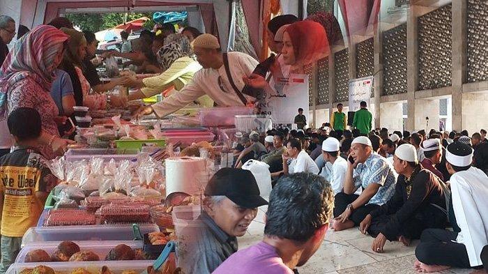 Ilustrasi penjual takjil dan buka bersama saat bulan Ramadhan.