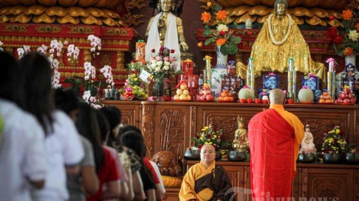 Rayakan Waisak saat Pandemi, Kemenag Keluarkan Surat Edaran Panduan Puja Bhakti dan Dharmasanti