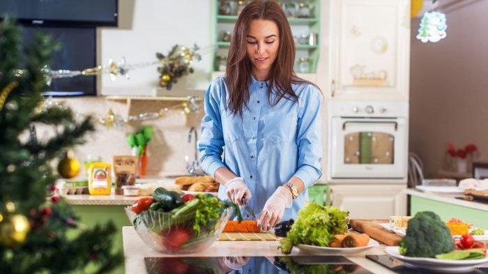 3 Manfaat Memasak Sendiri di Rumah untuk Kesehatan Fisik dan Mental
