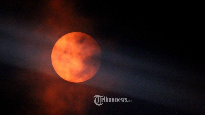 Ilustrasi puncak Gerhana Bulan Total.