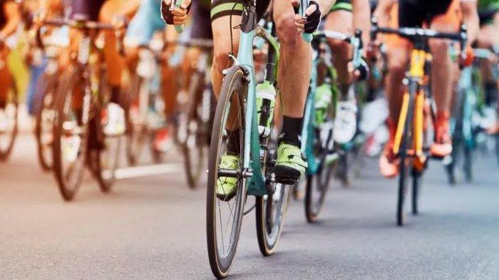 Ilustrasi rombongan pesepeda road bike.