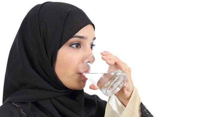 Serba-Serbi Jelang Ramadhan 2021, Ini Tips agar Tak Dehidrasi saat Puasa, Cukupi Minum Air Putih