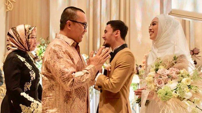 Foto-foto Momen Resepsi Pernikahan Lindswell Kwok dan Hulaefi, Dihadiri Sahabat hingga Kemenpora