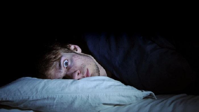 5 Hal Tak Terduga yang Bisa Mengganggu Kualitas Tidur, dari Perut Lapar hingga Makan Jeruk
