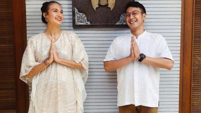 Nadine Chandrawinata umumkan kehamilan anak pertamanya dnegan Dimas Anggara.