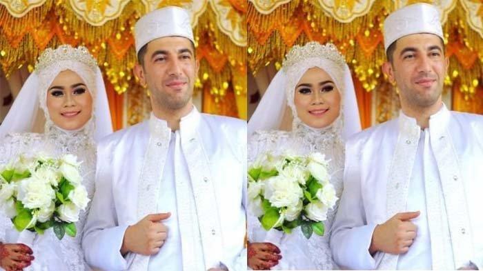 Intan Monika (25) dara asal Aceh Utara bersama suaminya Riza Ya?mur (38) atau panggilan Baba seorang Polisi asal negara Turki pada saat pesta menikah 3 tahun yang lalu yaitu pada Jumat (27/7/2018) di Gampong Blang, Kecamatan Matangkuli, Kabupaten Aceh Utara