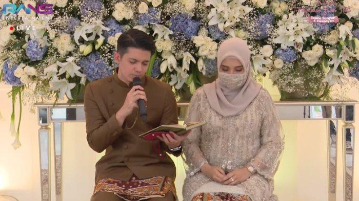 Irwansyah suami Zaskia Sungkar membaca Al Quran di momen tujuh bulanan