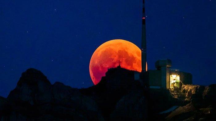 Fenomena Supermoon atau Bulan Purnama akan menyapa Bumi pada Senin (21/1/2019) malam.