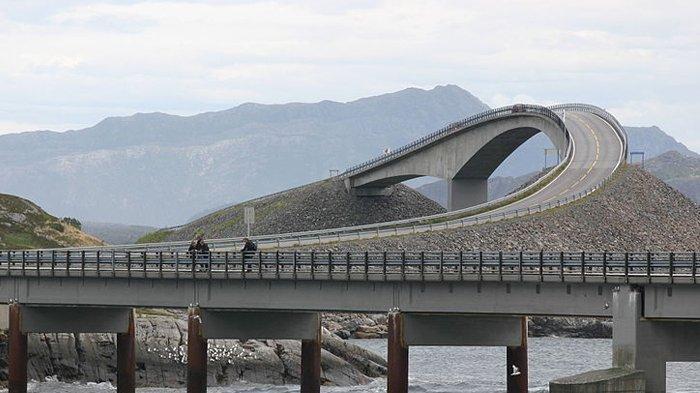 Jembatan Storseisundbrua di Norwegia.