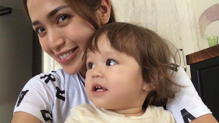 Instagram Jessica Iskandar - El Barack Alexander Lakukan Hal yang Sama Ketika Jedar Masih Kecil