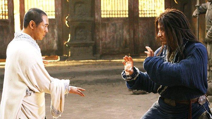 Jet Li dan Jackie Chan dalam film The Forbidden Kingdom.