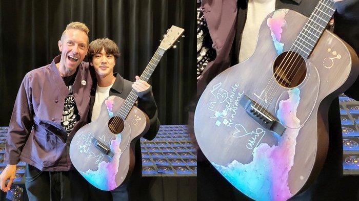 Jin BTS dapat hadiah gitar dengan tulisan spesial dari Chris Martin Coldplay.