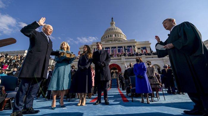 Resmi Jadi Presiden AS Gantikan Donald Trump, Joe Biden Disumpah di Atas Alkitab Berusia 127 Tahun