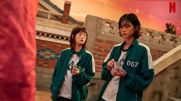 Jung Ho Yeon (kanan) dalam drama Korea Squid Game.