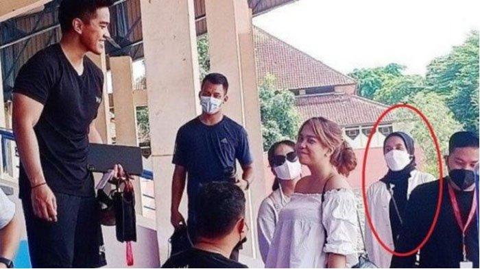POPULER Tertangkap Kamera, Kaesang Bersama Nadya Arifta saat Pantau Seleksi Pemain Persis Solo