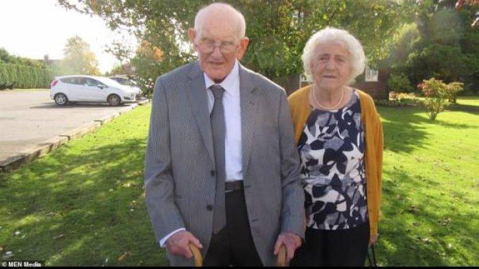 Derek dan Margaret menjadi sepasang kekasih sejak ABG.