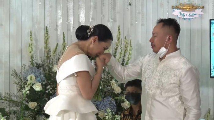MOMEN Haru Kalina Ocktaranny Resmi Dilamar Vicky Prasetyo, Menangis Orangtua & Anaknya Tak Hadir