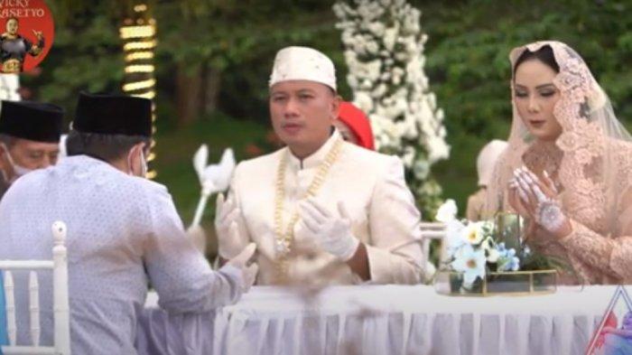 Vicky Prasetyo dan Kalina Ocktaranny resmi menikah.