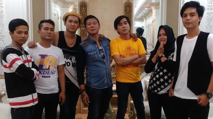 Kangen Band saat syuting video klip single terbaru 'Kembalilah Padaku', di studio di kawasan Arteri Pondok Indah, Jak-Sel, Sabtu (20/8/2016).