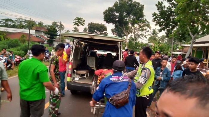 Satu Keluarga Boncengan Sepeda Motor, 3 Orang Ditabrak Truk, Tersungkur & Terlindas, Nyawa Melayang