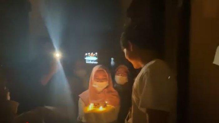 Kejutan ulang tahun Rizky Billar.