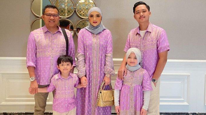 Keluarga Anang Hermansyah hadiri pengajian 4 bulanan Aurel