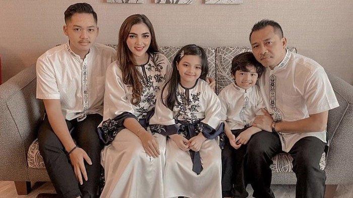 Perdana Salat Eid di Dubai, Keluarga Anang Hermansyah Syok, Ashanty: Ke Masjid Pakai Ferrari Guys