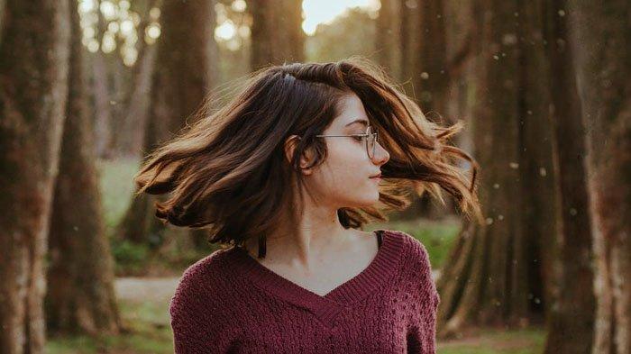 Kulit Pisang Bisa Hempaskan Uban? Dalam Sekejap Rambut Kembali Hitam Berkilau, Simak Caranya