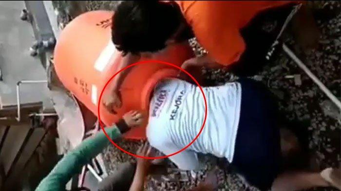 Viral! Video Seorang Pria di Bali Kepala dan Tangannya Tak Bisa keluar dari Toren Air