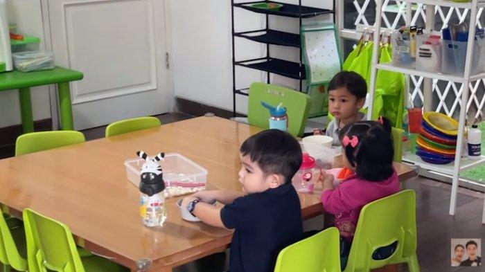 Kiano Tiger Wong sarapan bersama teman-teman di sekolah