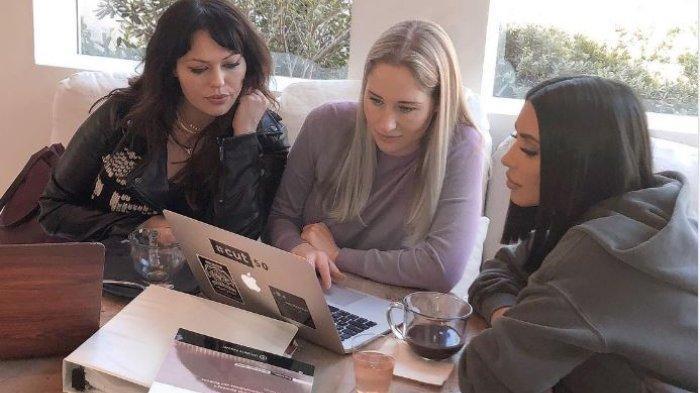 Kim Kardashian Istri Kanye West Ingin Jadi Pengacara, Ibu North West Sibuk Belajar Hukum Saat Libur