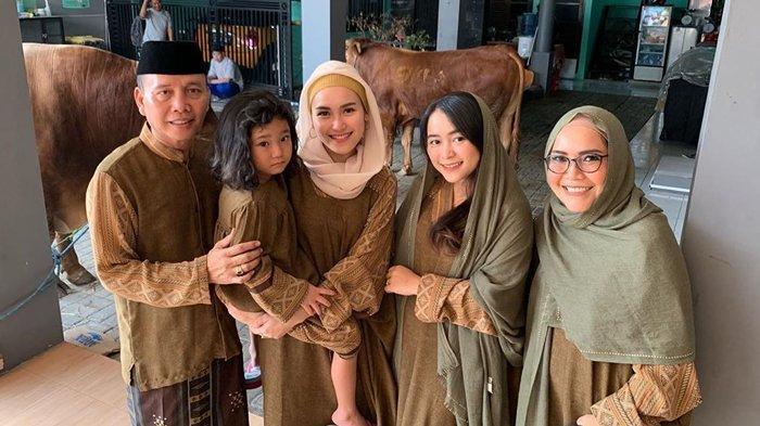Kompak Kenakan Seragam di Hari Raya Idul Adha, Ayu Ting Ting Pamer Hewan Kurban, Segini Jumlahnya