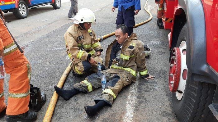 Padamkan Api di Kejaksaan Agung, Petugas Pilu Kaki Keram & Sulit Napas: Asap Lebih Parah dari Api