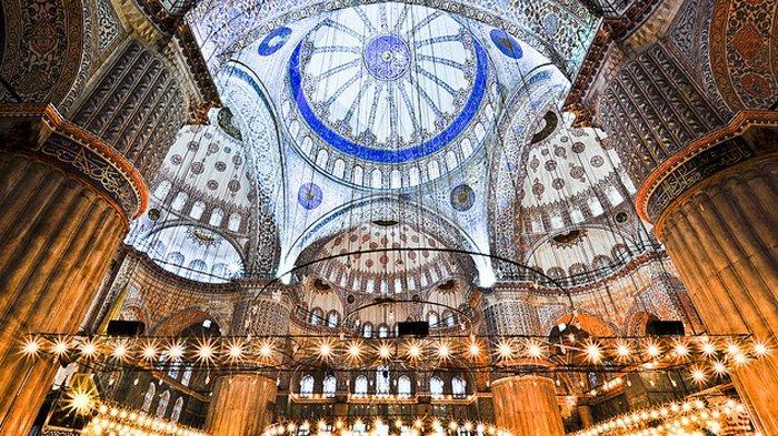 Kubah Masjid Sultan Ahmed Turki.