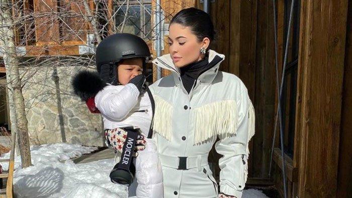 Kylie Jenner Akan Wariskan Kylie Cosmetics untuk Stormi Webster: 'Kalau Dia Mau'
