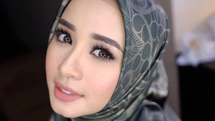 5 Gaya Make Up Minimalis untuk Idul Fitri ala Laudya Cynthia Bella