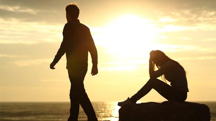 5 Hal yang Dilakukan Cowok Kalau Lagi LDR Sama Pasangannya, Lagi Musim Pelakor Loh Girls!