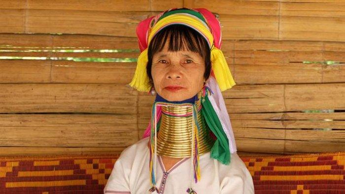 Wanita suku Karen yang tinggal di bagian utara Thailand.