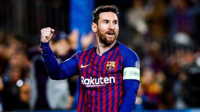 Lionel Messi menjebol gawang Olympique Lyon pada 2019.