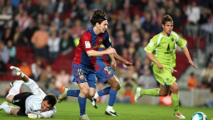Lionel Messi saat bertanding bersama Barcelona.