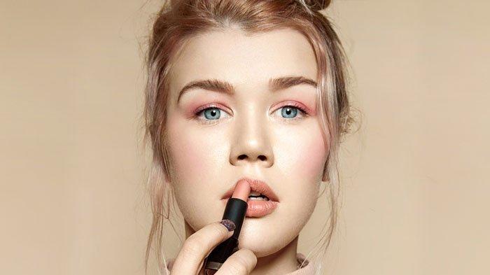 7 Lipstik Matte Drug Store Cocok Dipakai Saat Kuliah, Warna Natural Harga Nggak Mahal!